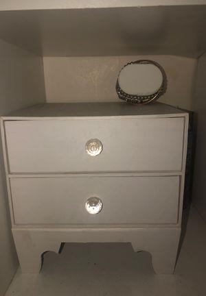 Jewelry box w/ jewelry for Sale in Lynwood, CA