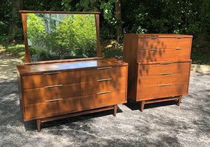 Kent Coffey The Tableau 3pc Bedroom Set - 2 Dressers and 1 Mirror for Sale in Palatine, IL