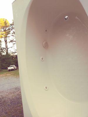 72×42 jetted tub american acrylic for Sale in Dallas, GA