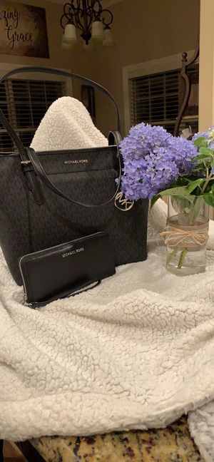Authentic mk Ciara tote with matching wallet for Sale in White House, TN