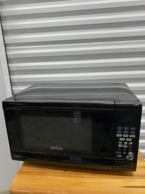 Sunbeam 0.7 Cu-Ft. Countertop Microwave; Black for Sale in Chicago, IL