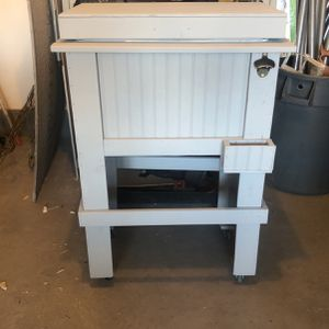 Wood Cooler for Sale in Perris, CA