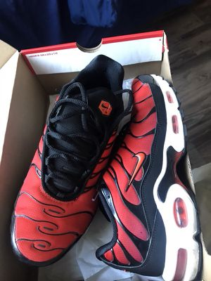 NIKE AIR MAX LIMITED COLORWAY SIZE 9.5 for Sale in Los Angeles, CA