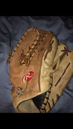 Men's baseball glove for Sale in Mebane,  NC