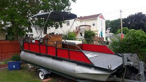 Pontoon boat for trade for Sale in Lowell, MA