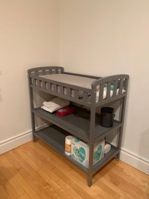 Dream On Me Emily Changing Table (with changing pad) for Sale in New York, NY