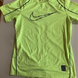 Nike Pro Fitted Short Sleeve Boys Size Medium for Sale in Rollinsford, NH