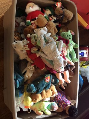 220 beanie babies 100 cases and more for Sale in St. Louis, MO