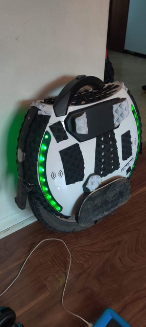 Electric unicycle kingsong 18 X for Sale in Buffalo, NY