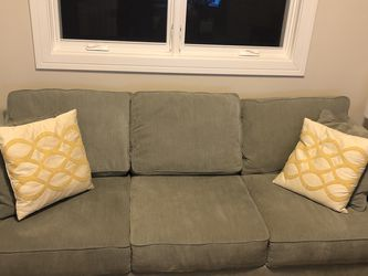 Full Size Couch In Excellent Condition for Sale in Chicago,  IL