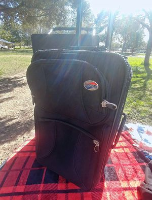 American tourister suitcase for Sale in Tomball, TX