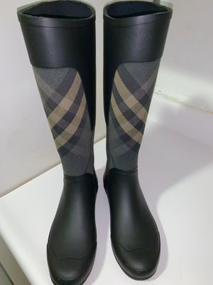 Burberry rain boots 🌧 size 8 for Sale in Queens, NY