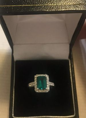 💚A Wow Deal 💎 Beautifull Stunning 14k White Gold 💚Emerald Ring. ( Size 7)😍 for Sale in Redlands, CA