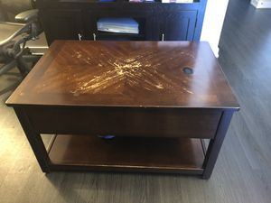 Coffee table with storage for Sale in St. Louis, MO