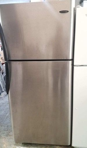 NICE FRIGIDAIRE GALLERY TOP FREEZER LIKE NEW CONDITION FRIDGE*APT SIZE WORKS VERY WELL🙂ENERGY SAVER for Sale in Anaheim, CA