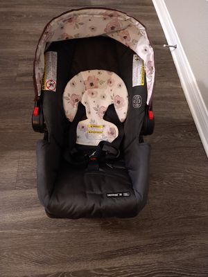 Graco girls car seat for Sale in Moreno Valley, CA