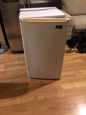 Mini fridge and freezer for Sale in Woodbridge, VA