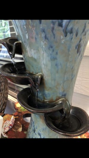 Fountain flower vase $60 for Sale in San Antonio, TX