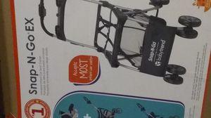 Car seat +base+insert+legs/wheeler for Sale in Shreveport, LA