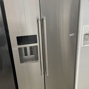 Kitchen Aid Side By Side In Stainless Steel Used for Sale in Los Angeles, CA