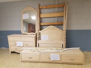 5pc bedroom set for Sale in Eureka, IL