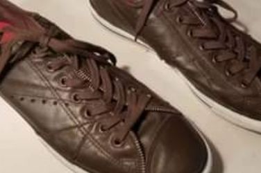 Converse Leather Shoes Mens Size 13 Ladies Size 15 for Sale in Murfreesboro,  TN
