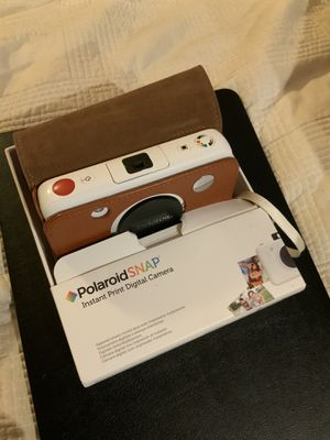 Polaroid SNAP Instant Digital Camera & Faux Leather Case & 2 x 32 GB SD cards & 45 pieces 2x3 ZINK photo paper for Sale in Culver City, CA