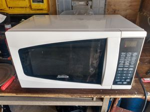 Sunbeam 700 watt microwave for Sale in Las Vegas, NV
