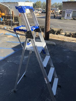 Used 6 ft ladder in great shape for Sale in Barstow, CA