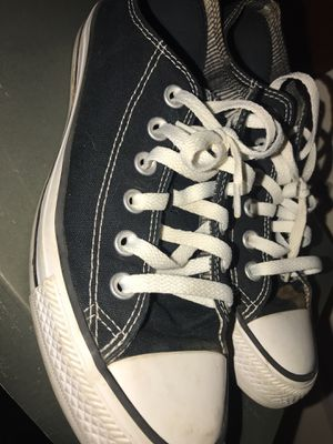 Converse size 8 in women's for Sale in Cleveland, OH