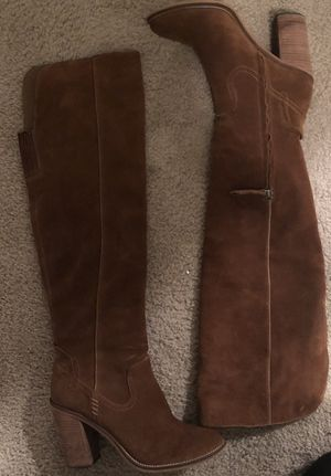 Knee high boot for Sale in Tacoma, WA