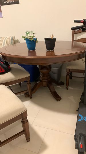 Antique Round Pedestal Dining Table for Sale in Miami, FL