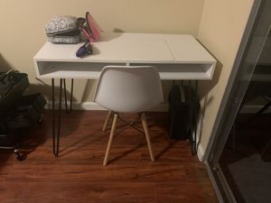 Desk & Chair for Sale in Hayward, CA