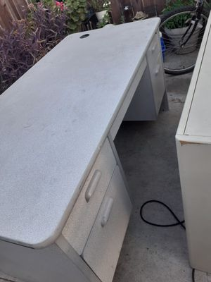 Computer desk for Sale in Fontana, CA