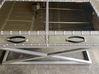 Modern Mirrored Coffee Table for Sale in Kent,  WA