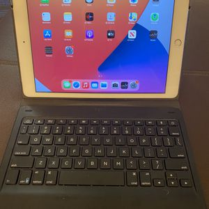 Apple iPad 7th Generation 32gb Cellular Verizon With Keyboard Works Great Very Good Condition for Sale in Tempe, AZ