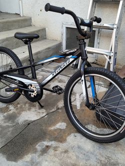 BOYS SPECIALIZED HOTROCK 20 INCH TIRES BIKE for Sale in Los Angeles,  CA