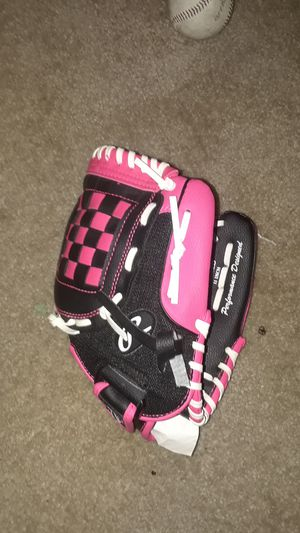 "11"" softball glove for Sale in Chelmsford, MA"