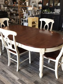 Dining Table 4 Chairs And 2 Leaves for Sale in Clovis,  CA