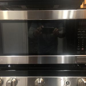 LG Stainless Steel Countertop Microwave for Sale in Rockville, MD