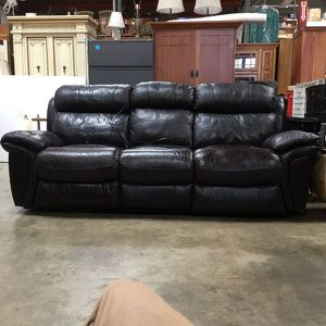 Leather - Power Recliner Couch (TESTED WORKS GREAT!) for Sale in Chula Vista, CA