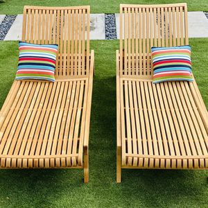Teak Original Smith & Hawken Chaise Loungers / Pool Chairs / Patio / Outdoor / Pillows NOT included / Like New for Sale in San Diego, CA