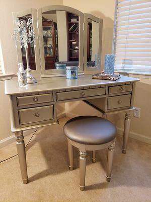 Royal Silver Vanity Set for Sale in Fresno, CA