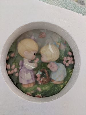 Precious Moments Good Friends are Forever Two Girls with Flowers Sculpted Plate for Sale in Portola Hills, CA