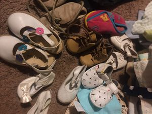 Babies clothes/ shoes free for Sale in Chicago, IL