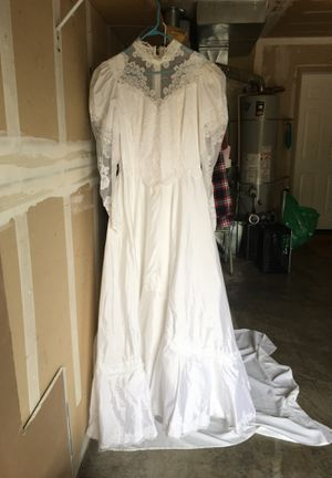 Wedding dress not sure about exact size. Possibly 11-12 for Sale in Oregon City, OR