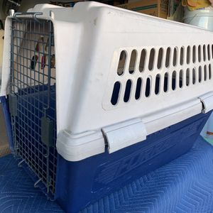 Medium/Large Dog Kennel . for Sale in Temecula, CA