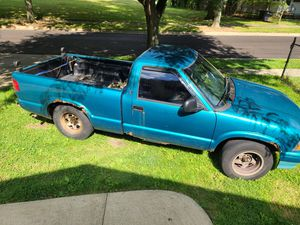 1994 gmc Sonoma S-15 for Sale in Akron, OH
