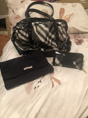 100% AUTHENTIC BURBERRY NOVA CHECK BLACK DIAPER BAG W/ MATCHING WALLET for Sale in Freeport, NY