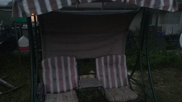 Freestanding porch swing
